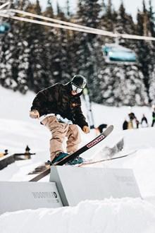 双板滑雪姿势图片下载