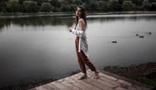 河边美女模特人体艺术摄影图片素材