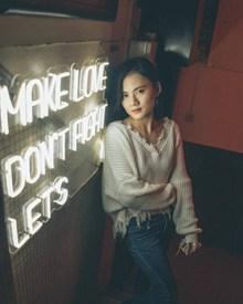 亚洲生活美女图片下载