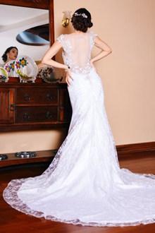新娘鱼尾婚纱背影图片