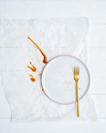 纯白色餐具精美图片