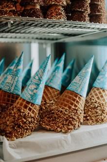 冰淇淋锥巧克力精美图片