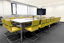会议室黄色椅子图片素材