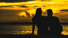 夕阳海滩情侣剪影精美图片