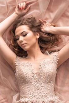 外国美女婚纱照图片下载