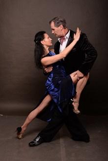 男女跳舞图片