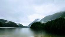 绿色湖泊风光高清精美图片
