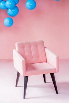 粉色单人休闲靠背椅高清图片