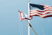 美国国旗旗帜飘扬图片