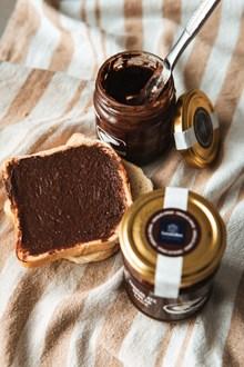 巧克力酱吐司面包图片