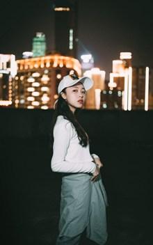 夜间街拍日本美女图片下载