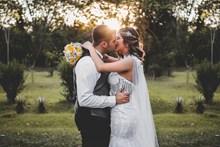 唯美新婚婚纱接吻 唯美新婚婚纱接吻大全图片大全