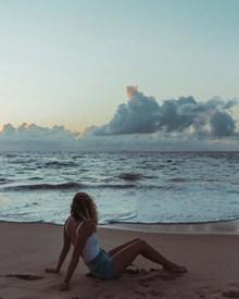 海滩美女人体写真图片