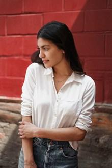 知性白衬衫美女写真高清图