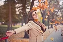 秋季治愈系美女图片
