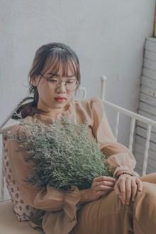 日系美女写真精美图片