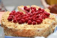 红树莓浆果蛋糕图片下载