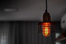灯泡点亮高清图片