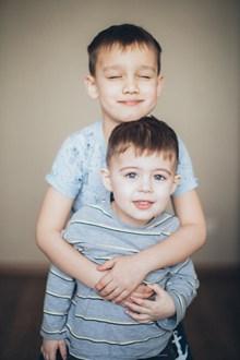 兄弟两高清图片