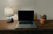 银色苹果笔记本电脑图片