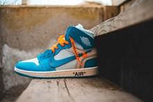 耐克蓝色运动鞋精美图片
