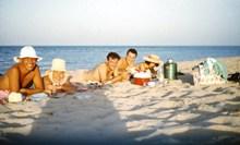 帅哥沙滩度假照图片下载