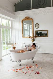 牛奶浴美女人体艺术摄影精美图片