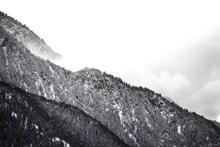 黑白山脉摄影图片下载