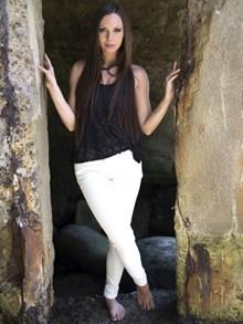 白色紧身裤美女图片大全