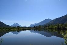 湖泊山峰景观高清图