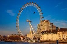 晴天英国伦敦眼摩天轮高清图
