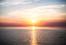 夕阳下的大海高清图