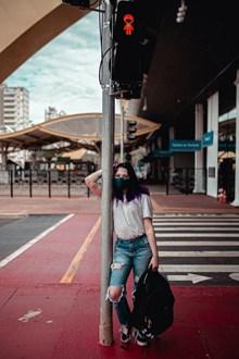 街拍戴口罩的女生图片下载