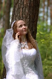 美女一个人婚纱图片下载