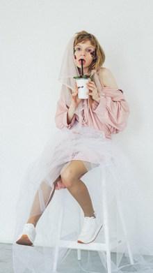 鬼马婚纱风格人体艺术精美图片