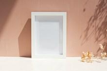 白色空白相框图片