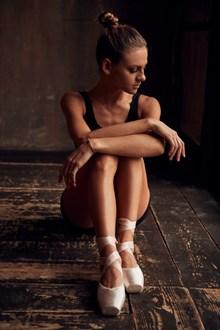芭蕾女孩唯美人体摄影高清图片