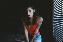 霸气纹身少妇图片下载