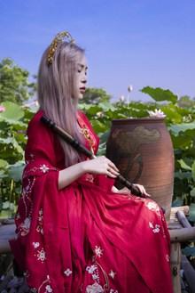 红衣古风美女写真高清图片