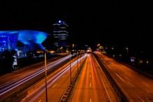 夜晚马路灯光景观图片素材