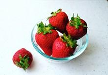 饱满鲜红草莓图片大全