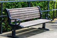 休息长木椅高清图