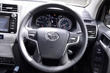 品牌丰田汽车方向盘高清图片