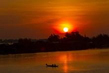 江面日出景观图片素材