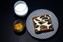 面包牛奶早餐高清图片