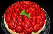 鲜红草莓蛋糕图片素材