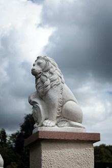 威武石狮雕像高清图