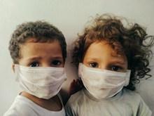 戴口罩的小孩图片素材