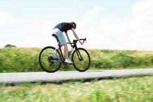 公路自行车骑行运动高清图