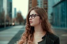 欧美街拍美女卷发发型图片下载
